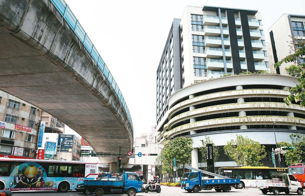 內湖指標捷運聯開案「潤泰京采」,1、2樓為CITYLINK商場,8樓到14樓為S...