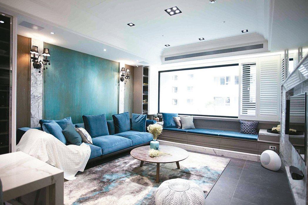 顏色強烈的壁紙避免整面牆都使用,重點裝飾即可,既搶眼又不會造成壓迫感。 永慶居家...