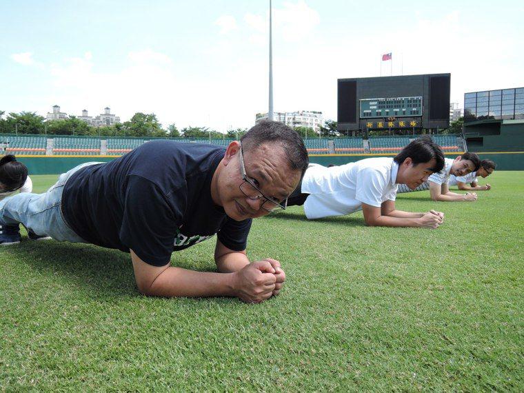 核心肌群的訓練,除了肌肉的伸展之外,肌肉的重量訓練也很重要,這跟我們慣常的跑步、...
