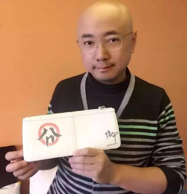 大陸男星徐崢不滿跟拍,毆打女記者濺血,隨後在微博上公開道歉。圖/摘自微博