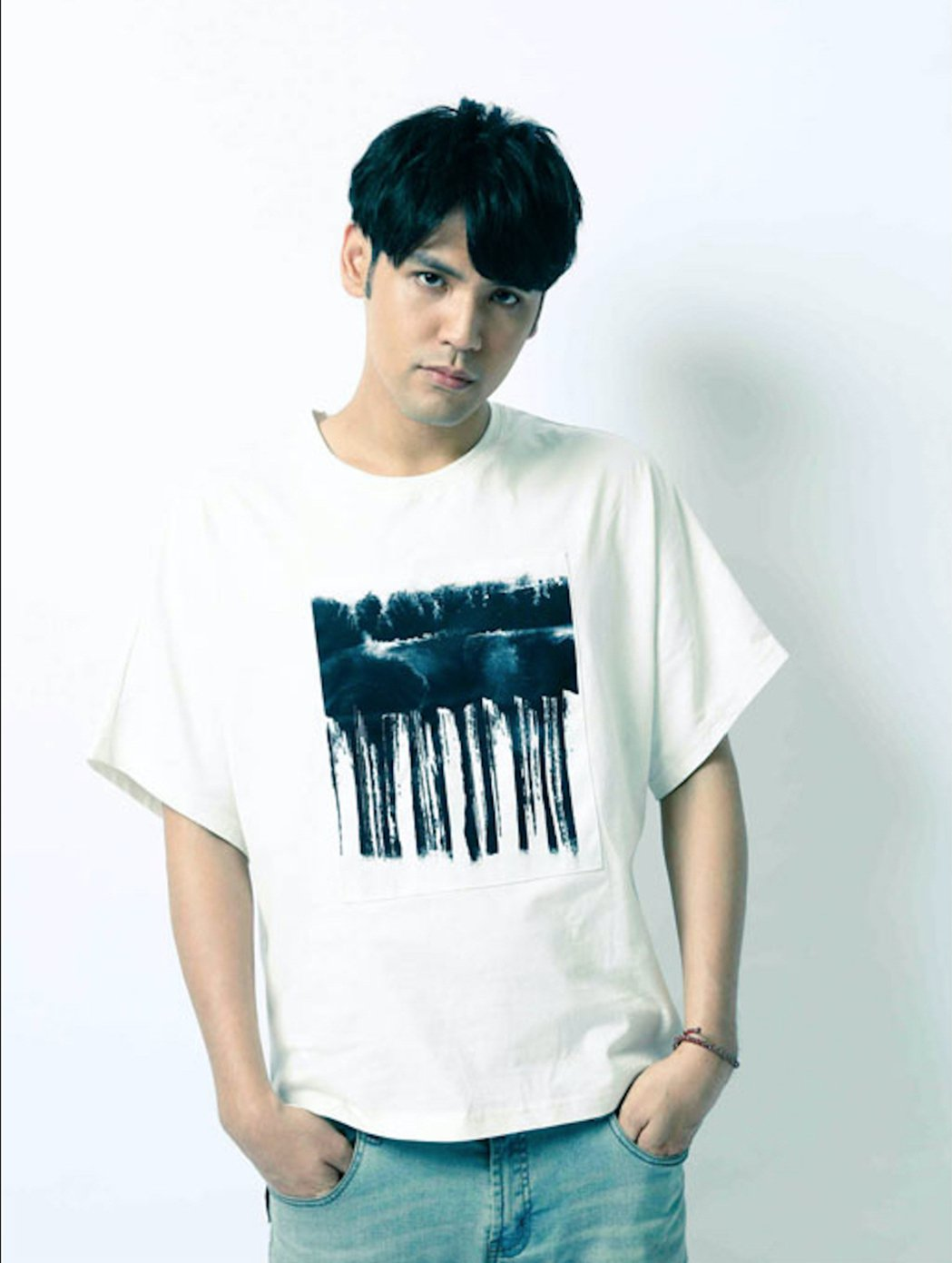 陳零九以創作歌手出道,網友發現長相有「進化」。圖/滾石提供