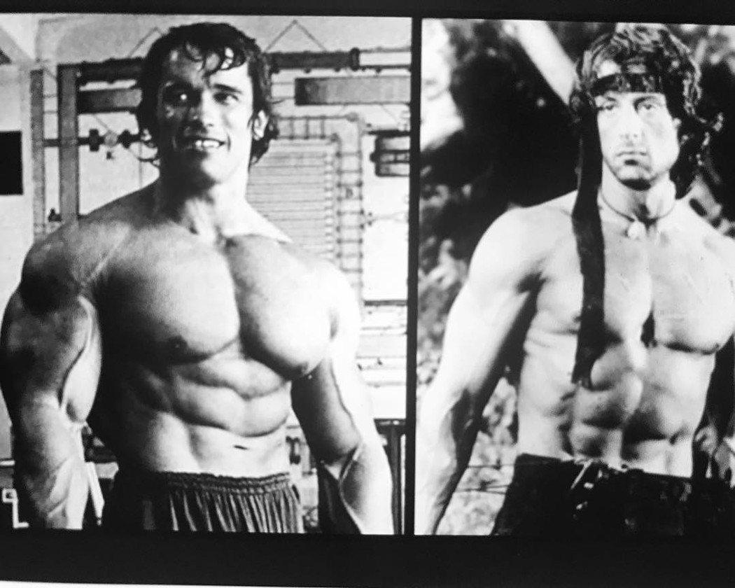 阿諾史瓦辛格(左)與席維斯史特龍年輕時都是體格健壯的動作片猛男。圖/摘自Inst