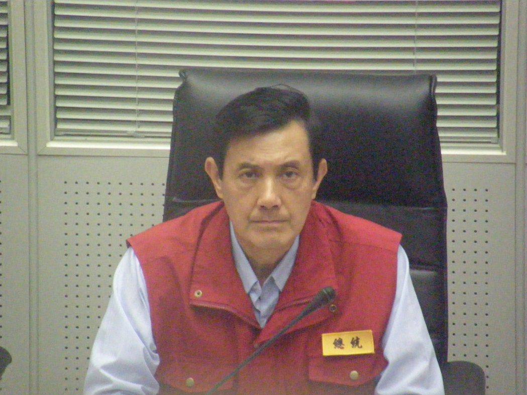 2009年,莫拉克颱風造成中南部災情慘重,總統馬英九在中央災害應變中心聽取簡報。...