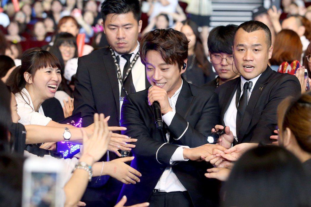 南韓歌手黃致列今天在台北國際會議中心舉辦新歌首唱會。記者余承翰/攝影