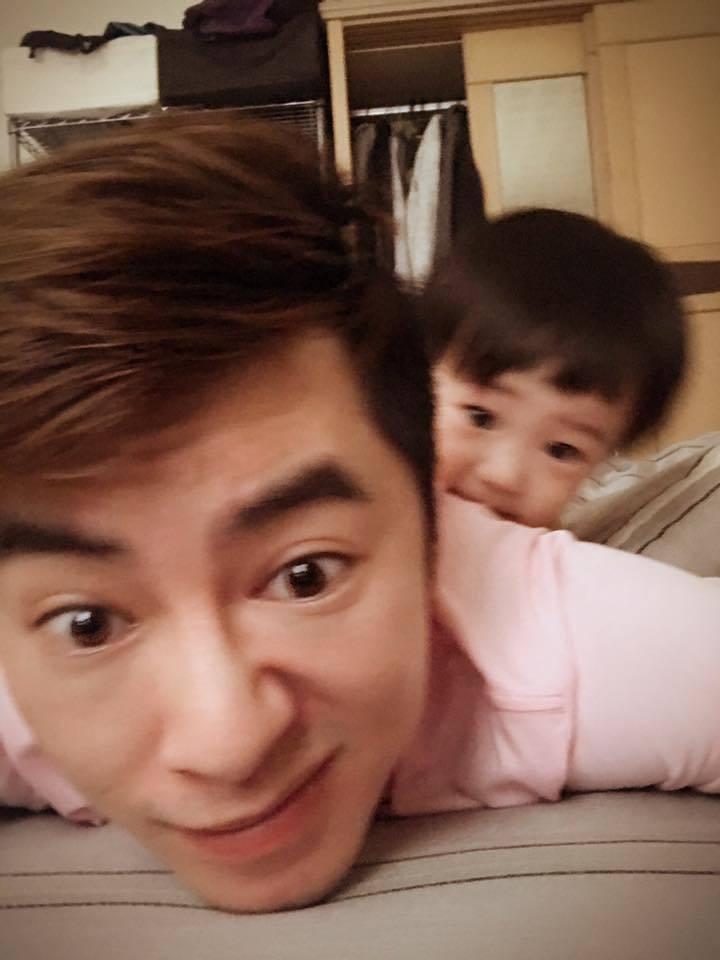 李國毅這陣子放長假,享受家庭溫馨,陪著小外甥一起玩。圖/摘自李國毅臉書