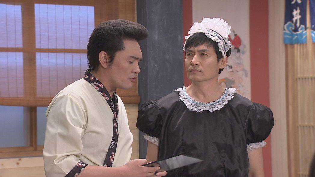 霍正奇(右)戲中因打賭輸了,搞笑扮女僕。圖/台視提供