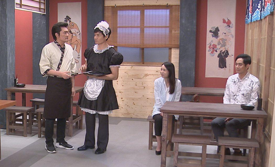 霍正奇(左二)扮女僕堅持穿褲子。圖/台視提供