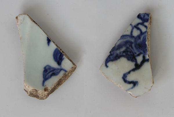 在肯亞發現的明朝永樂官窯青花磁片。 (取自澎湃新聞)