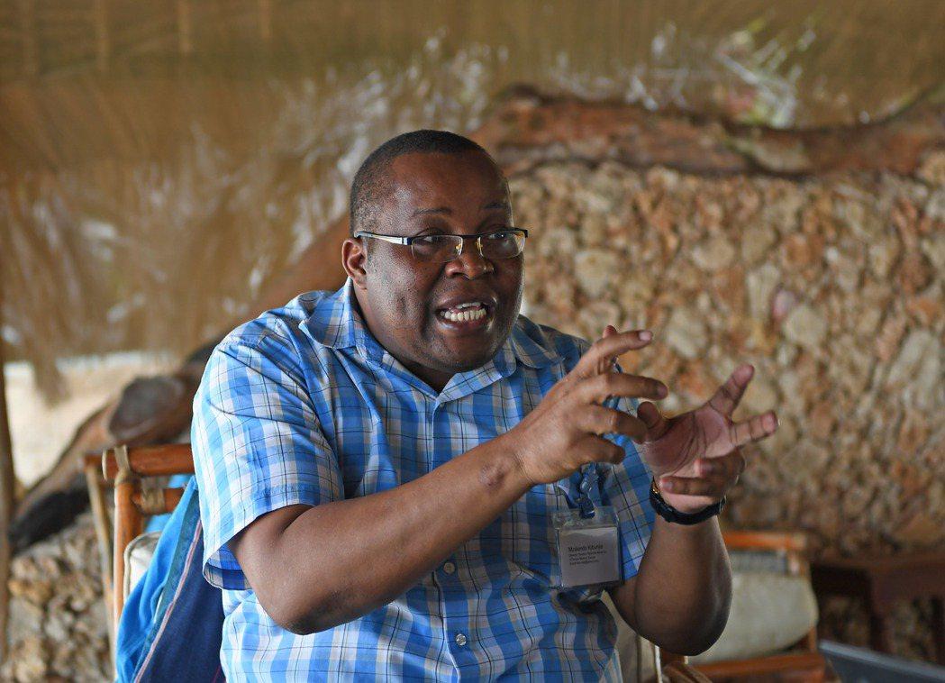 肯尼亞國家博物館館長穆扎楞多·基本嘉表示,在肯尼亞東海岸發現的中國瓷器、人骨遺骸...