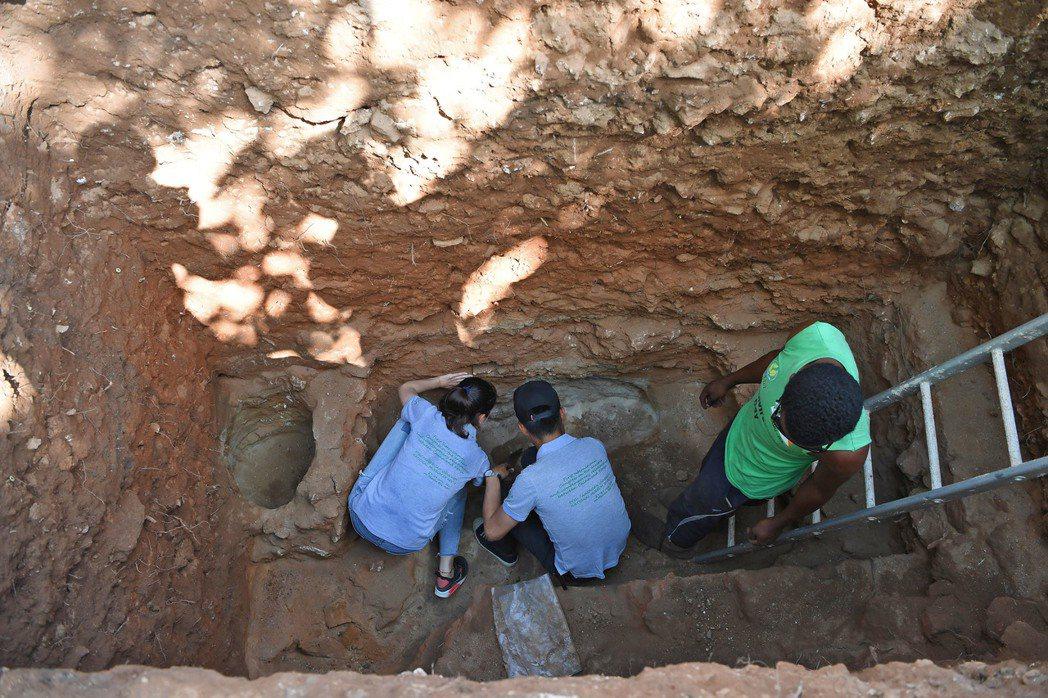 大陸考古隊在肯亞找尋鄭和到東非的相關證據。 (新華網)