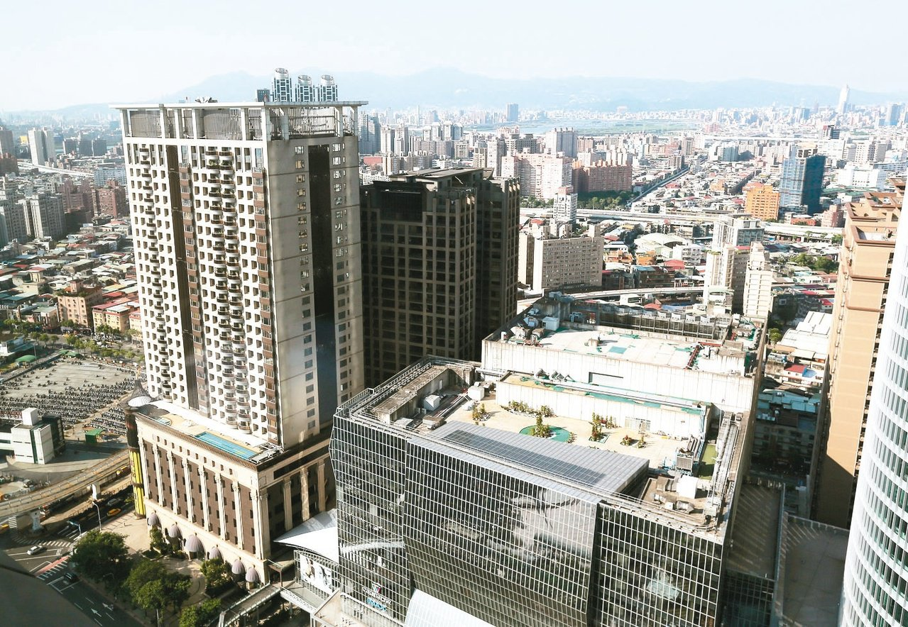 銀行局副局長莊琇媛表示,各銀行積極推出不同貸款方案的以房養老商品,包括貸款本金的...
