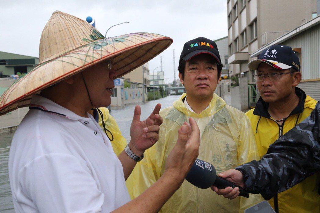 台南市長賴清德昨視察仁德淹水地區。 圖/台南市政府提供