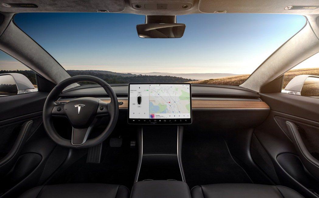 Tesla Model 3內裝。圖/Tesla提供