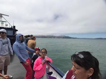 暑假到了小禎帶著女兒到美國度假,不時會在臉書分享動態,而她分享了一張幫女兒拍的照片,卻意外出現亮點,還讓網友驚呼連連!小禎31日在臉書分享一張照片,只見女兒靠著船邊的欄杆,小禎幫忙拍下美景,結果照片...