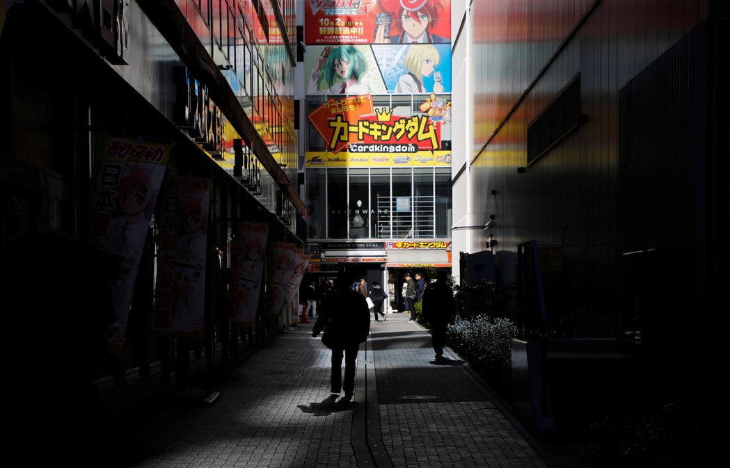 在移民政策大門未開放前,日本經濟要大幅改善的難度極高。 圖/路透社