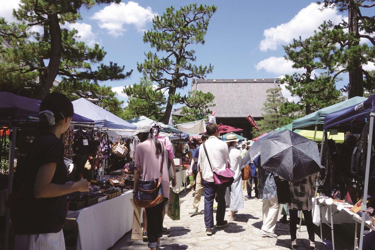 每個月15日,早上8時~下午4時(雨天照常舉行)京都市左京區百萬遍知恩寺,約40...