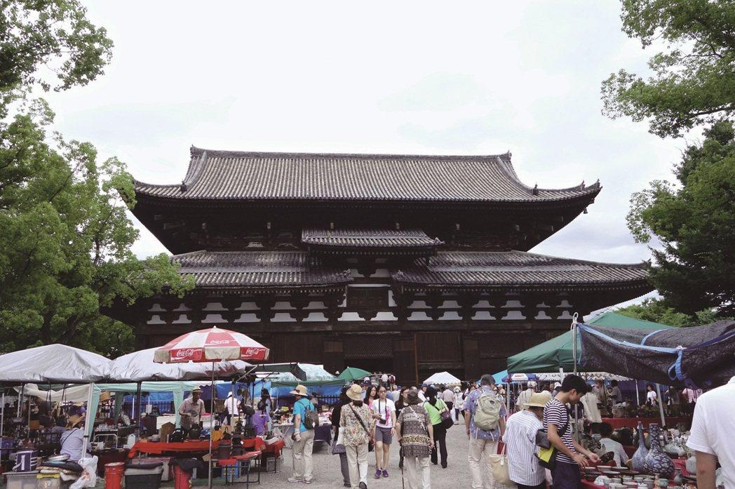 每個月21日,早上5時~下午4時(雨天照常舉行)京都市南区九条1東寺,約1200...