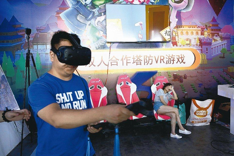 今年的VR展出著重更優質的內容遊戲及硬體升級。 路透