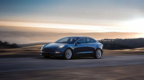 答好答滿! Elon Musk 於推特公佈性能版 Model 3 的上市時程