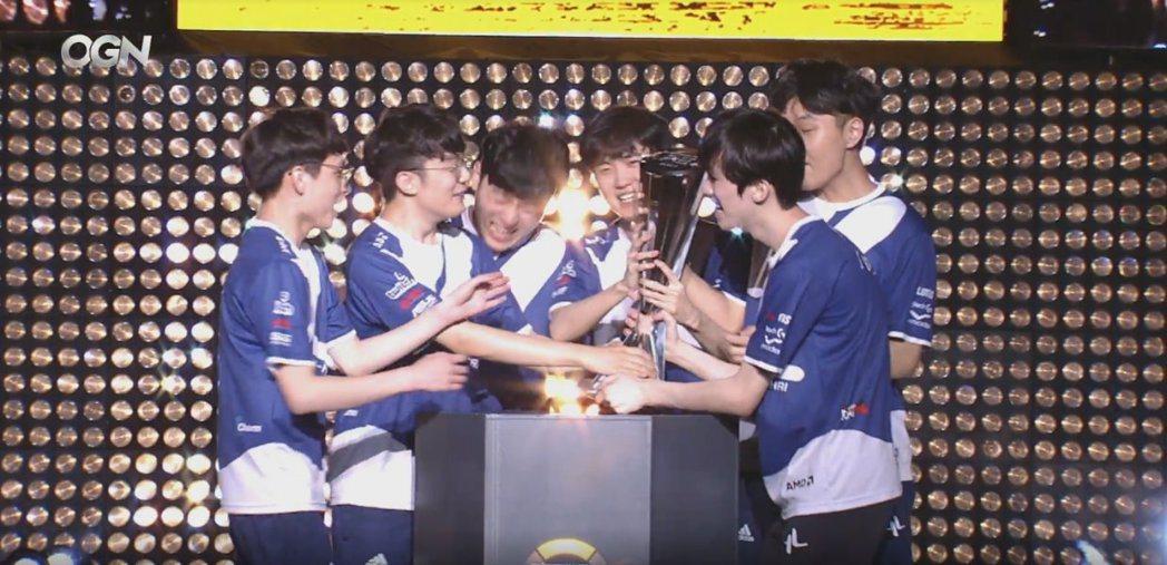 Lunatic-Hai先前剛奪下APEX第三季冠軍,實現二連霸。 圖/APEX賽...
