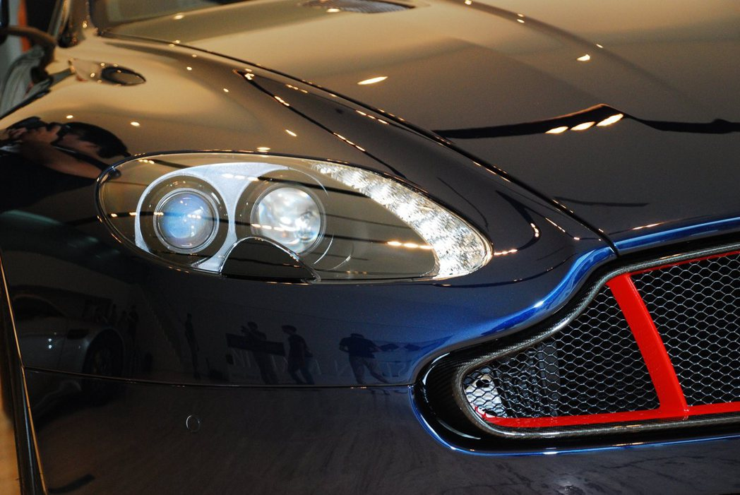 Aston Martin Vantage S Red Bull Racing E...