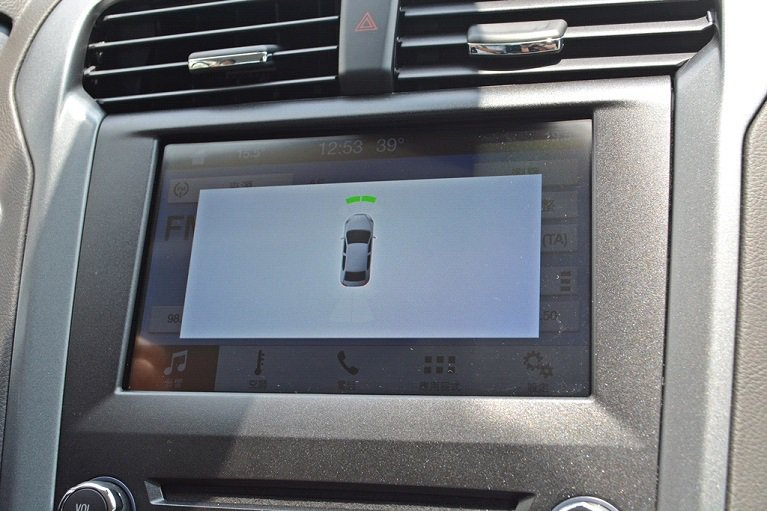 Mondeo Hybrid 全車配備9顆SRS輔助氣囊,含雙後座安全帶SRS輔助...