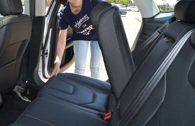 改款後的Mondeo具備豐富的置物功能與空間變化,行李廂容積也達到453 公升,...