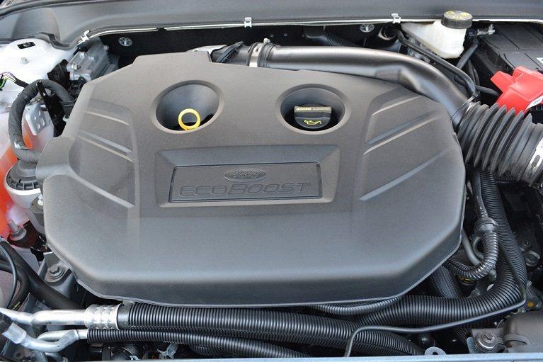 此行試駕的是Mondeo EcoBoost 240汽油車型,配置是一顆2.0升缸內直噴、渦輪增壓汽油引擎,它的動力輸出十足充沛,最大扭力240匹,而最大扭力也達到35.2公斤米。 攝影/發燒車訊
