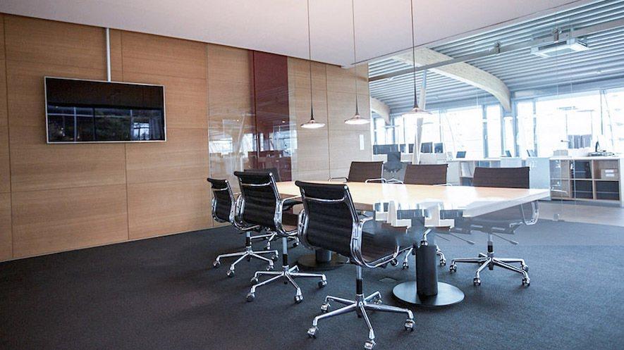 (圖)辦公室訴求為節能、快速,偏向只需「一鍵」就能切換多種模式,不論在會議或是上...