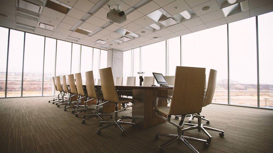 (圖)大型的會議空間,會搭配無線和拉線技術,讓裝置能穩定控制又不失智能系統的便利...
