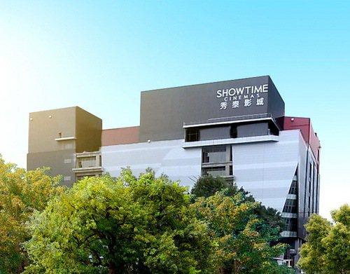 就在「超級城市」旁邊的「南山樹喜廣場」結合秀泰影城,提供生活採買、休閒娛樂的需求...
