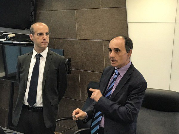 圖2 : 意法半導體技術行銷經理Giuseppe Di Stefano(左)與N...