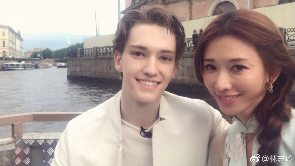 林志玲(右)與俄羅斯芭蕾王子Julian。圖/摘自微博