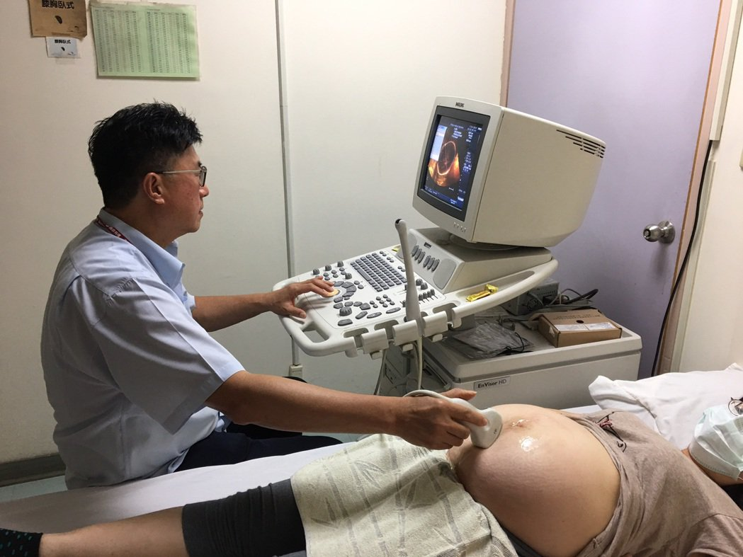 胎盤早期剝離有致命危險,頭份市為恭醫院婦產科主任沈國壽提醒孕婦不能掉以輕心,若有...