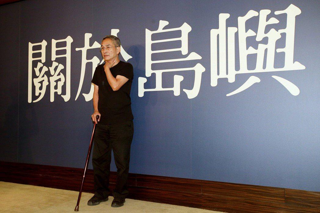 雲門舞集創辦人林懷民下午舉行記者會宣傳新作「關於島嶼」,創作期間他發生嚴重車禍,...