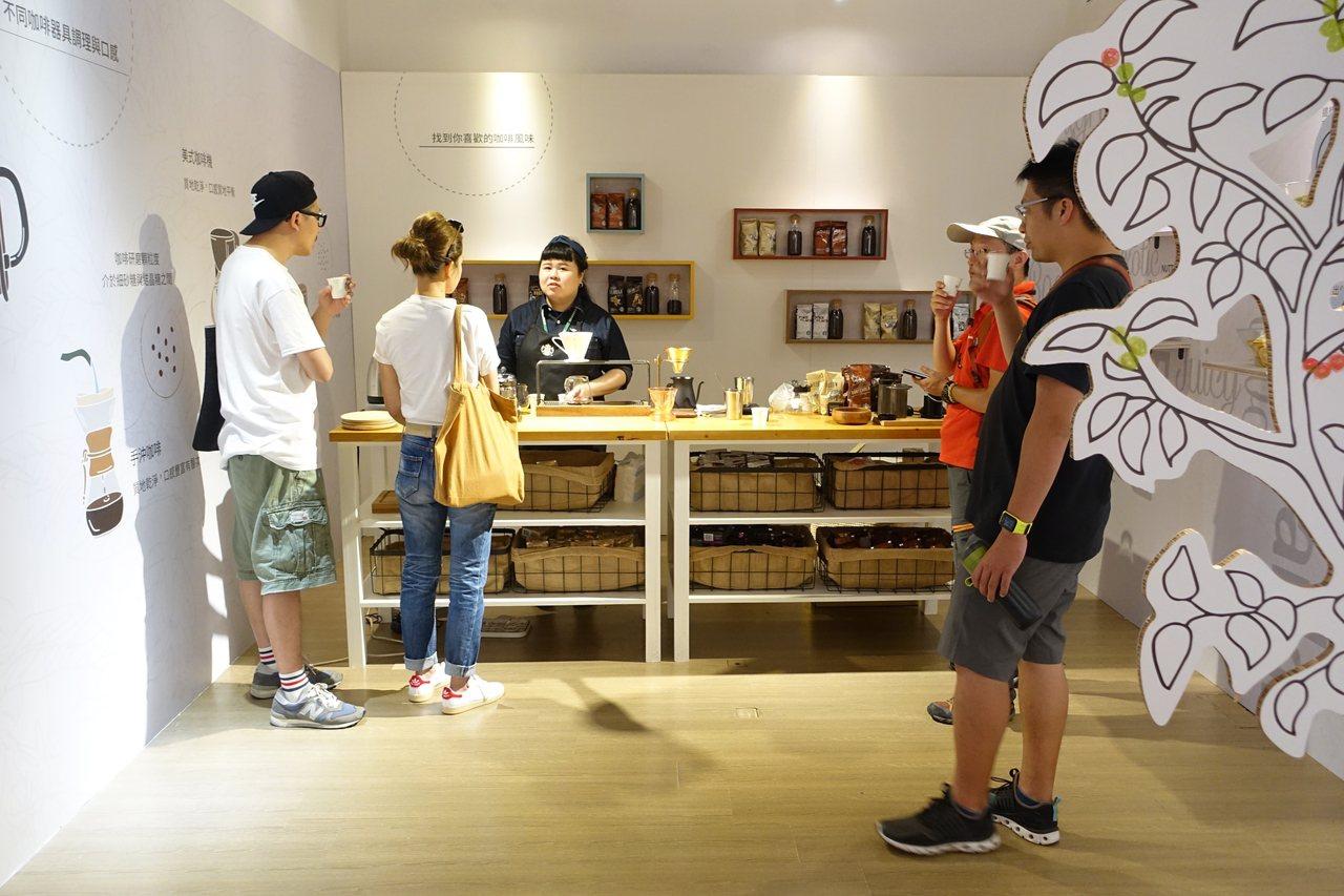 咖啡實驗室Coffee Lab以各種咖啡器具、調理方式,讓咖啡迷找到自己喜歡的味...