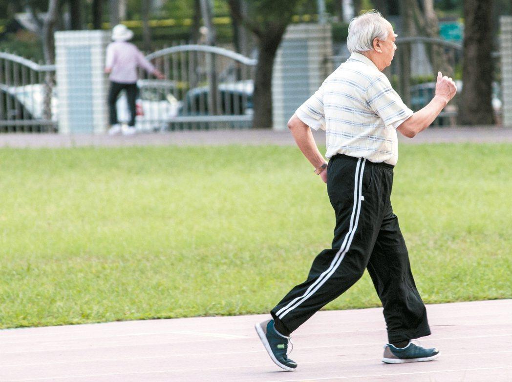 高齡化是全球共同挑戰,飛快的老化速度使台灣情勢更加嚴峻。 圖/本報資料照片