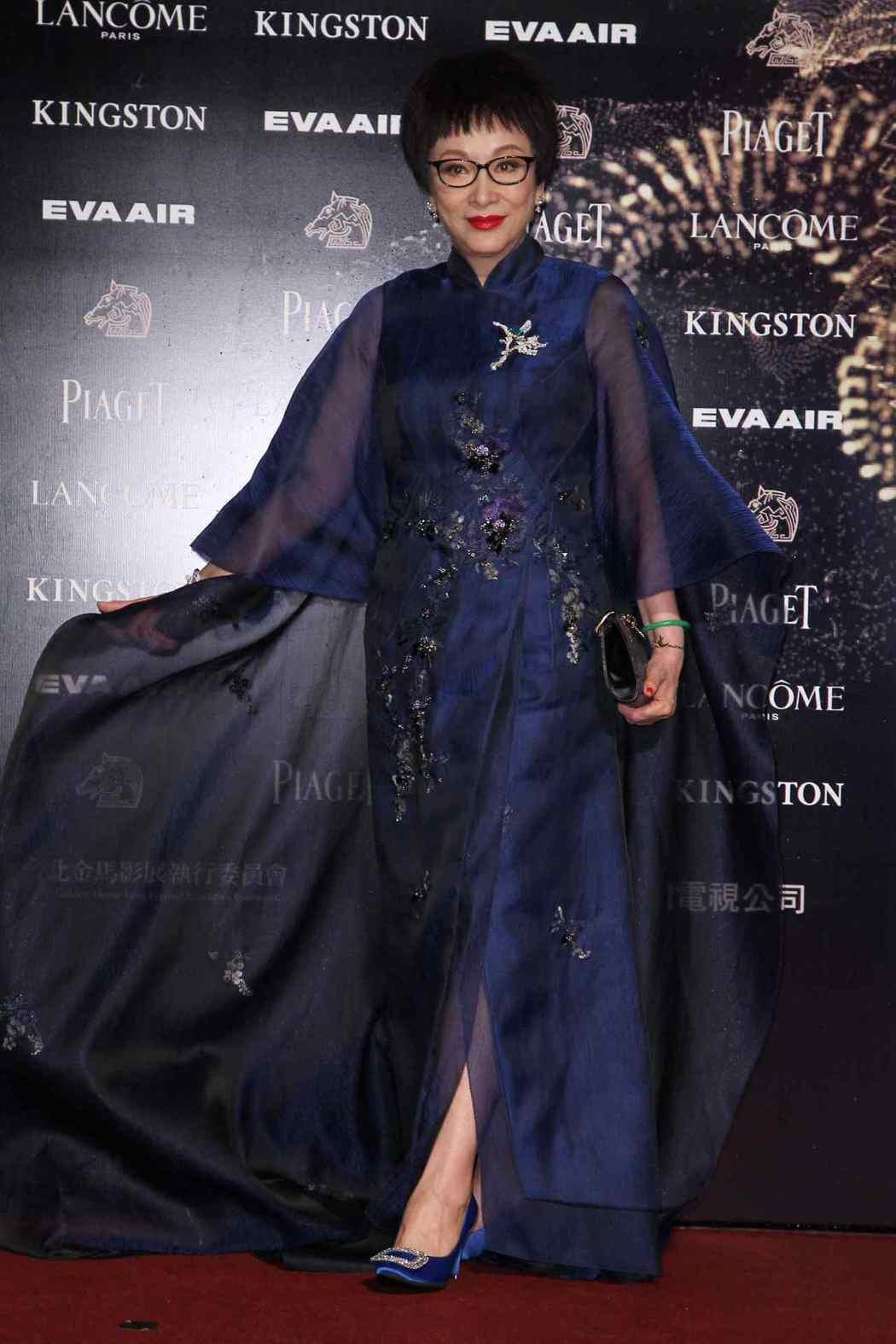 對國片貢獻良多的「俠女」徐楓,榮獲第54屆金馬獎終身成就獎。圖/金馬執委會提供