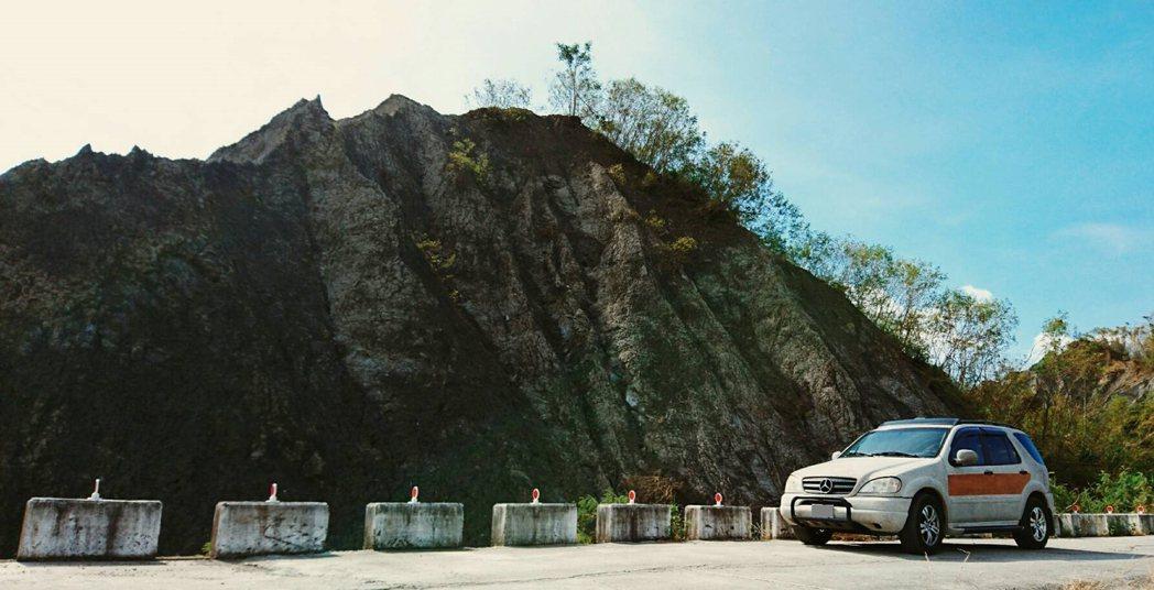 成大昶閎執行長郭文毅常笶著說,『台灣樂土賓士車』出現在哪,樂土就出現在哪,到處都...