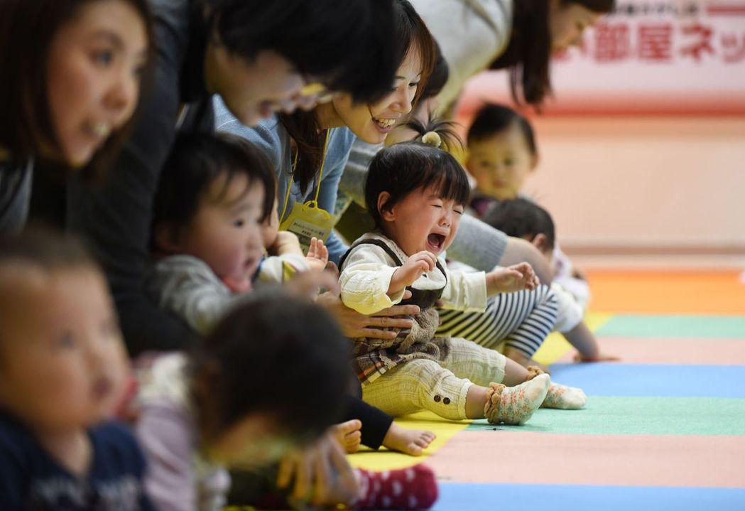 專家建議,日本政府應要擴充對於養父母的支援,讓日本的收養制度更加完備,並增設教養...
