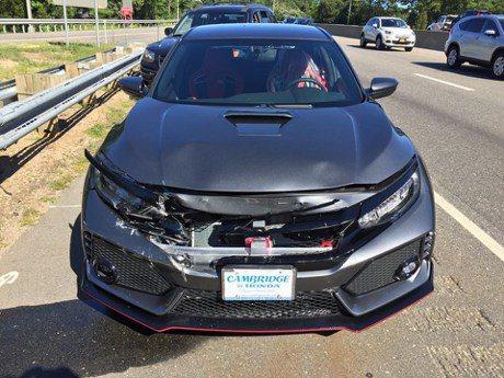 剛交車就被...為這位 Honda Civic Type R 車主掬一把眼淚