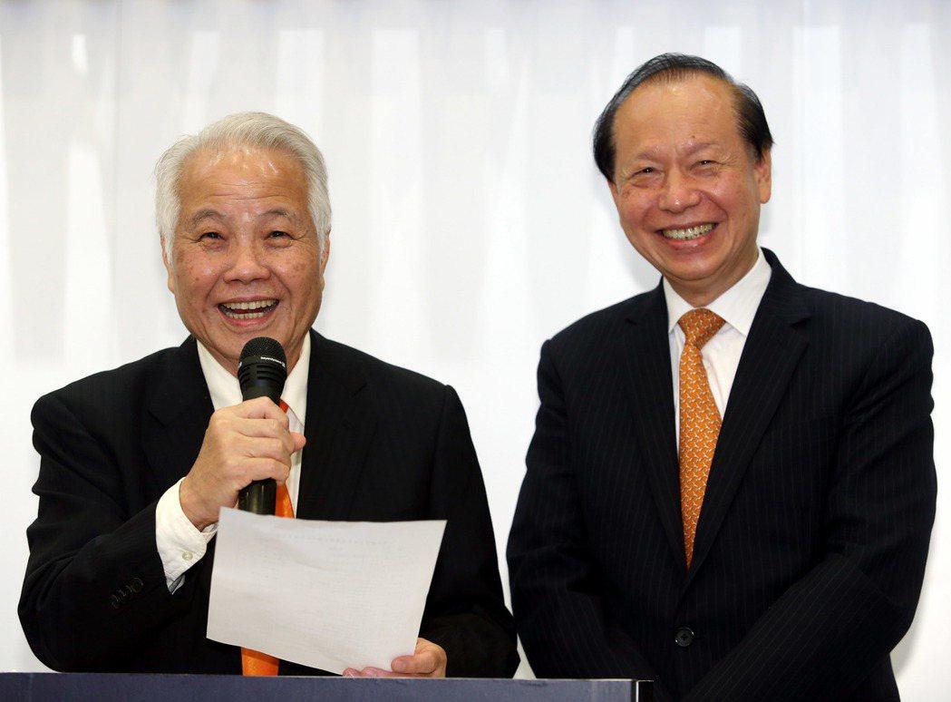 圖為親民黨副主席張昭雄(左)和秘書長秦金生(右)。 圖/報系資料照