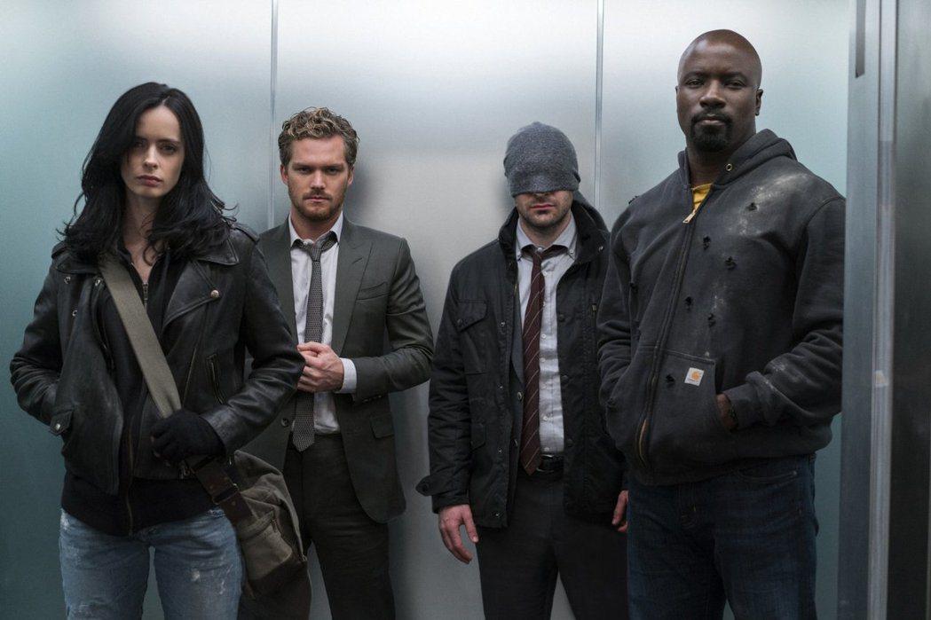 潔西卡瓊斯(左起)、鐵拳俠、夜魔俠與盧克凱奇首度在 「漫威捍衛者聯盟」集結。圖/...