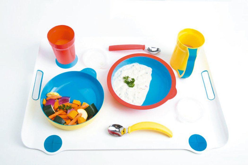 圖為台灣女孩姚彥慈為失智症長輩設計的專屬餐具。 圖/摘自Eatwell官網