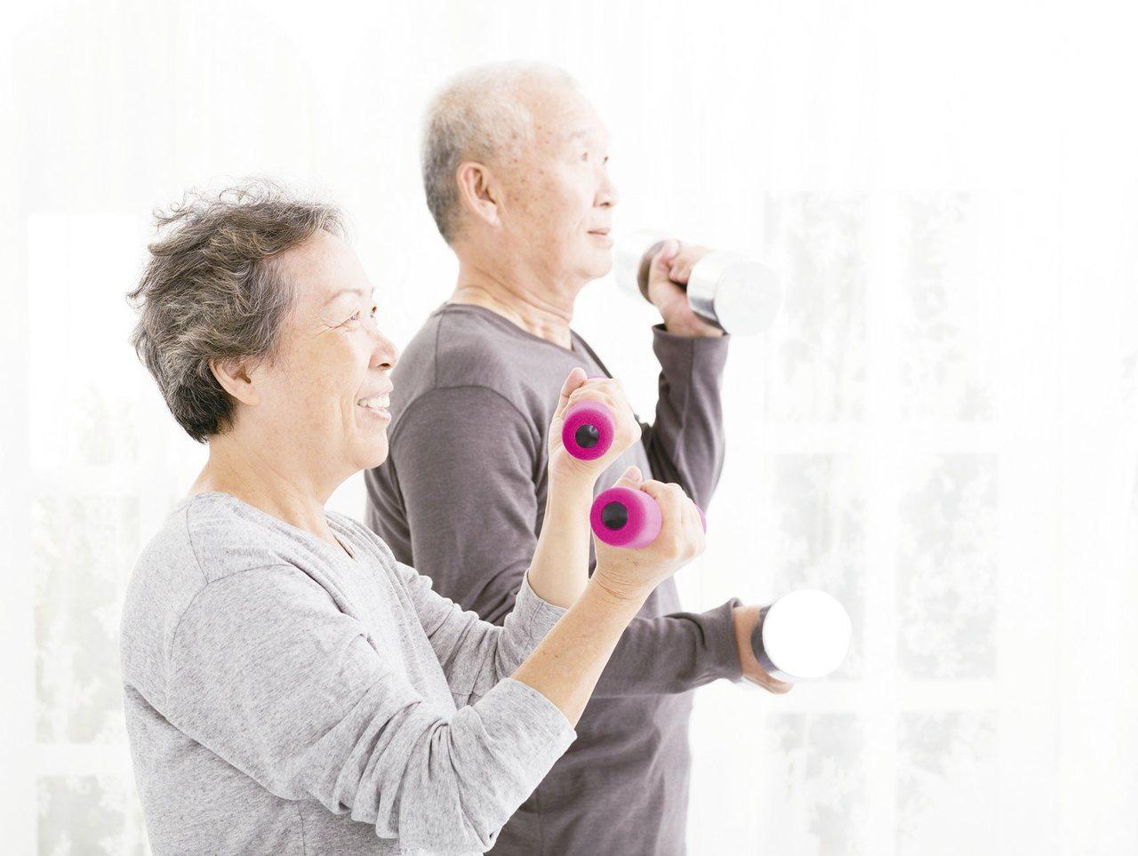 金融監督管理委員會副主委鄭貞茂認為,在高齡化趨勢下,老年人口是台灣經濟的未來,因...