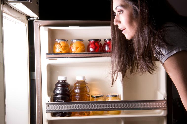 假如一直把不需要的東西塞進冰箱,不但難以看清冰箱裡的物品,吃下放太久的食物也對健...