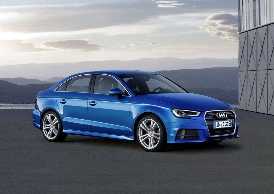 全新Audi A3車系運用俐落且銳利的線條與車身鈑件折線,營造出更具時尚動感美學...