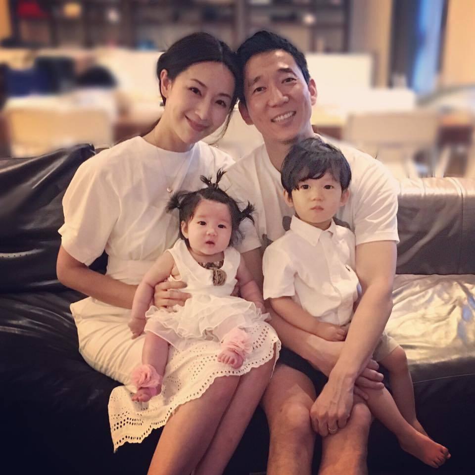 隋棠(左)如今家庭生活美滿。圖/摘自臉書