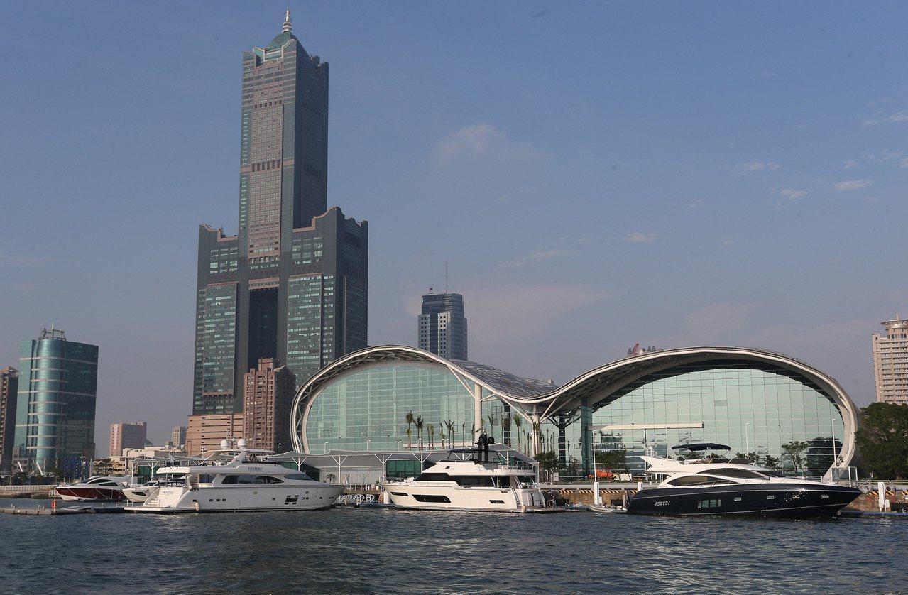 台中市今宣布人口正式超越高雄市,成為第2大城。高雄市長陳菊表示,「恭喜台中,並期...