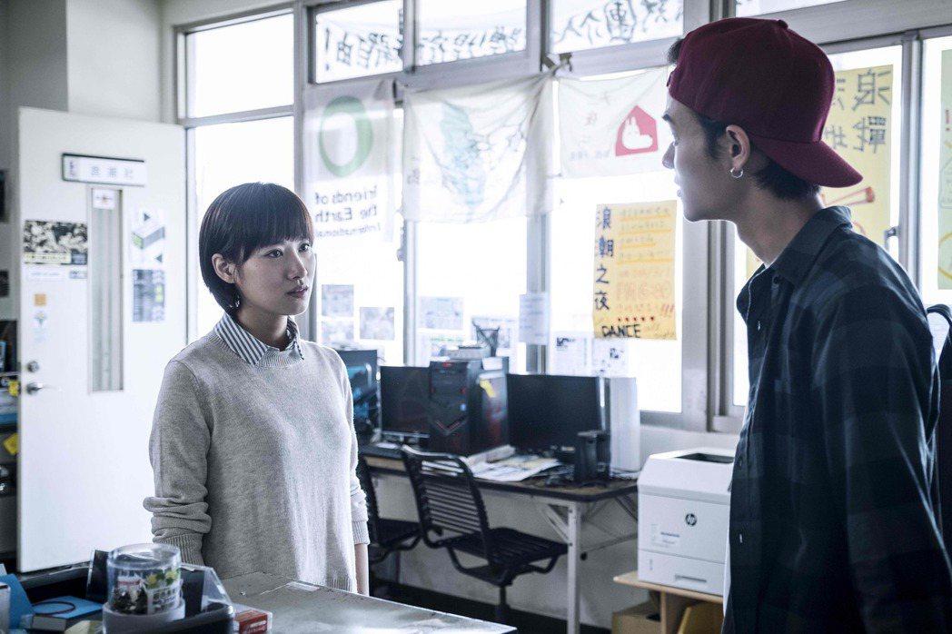 胡廣雯(左)與夏騰宏在戲中針鋒相對。圖/公視提供